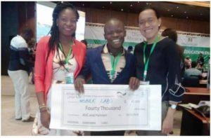 Dodzi AGLAGO reçoit le prix de l'innovation dans l'éducation en Afrique