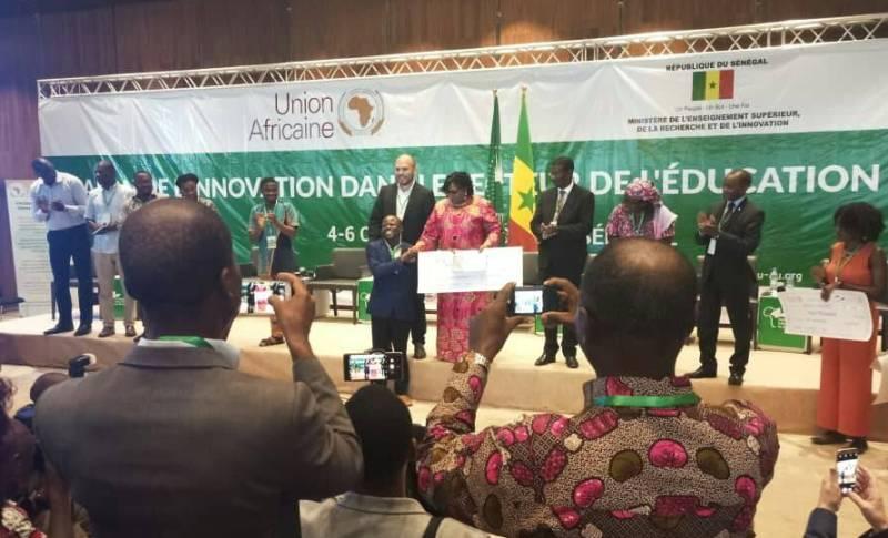 Le jeune Togolais Dodzi AGLAGO reçoit le prix de l'entreprise la plus innovante dans le secteur de l'éducation