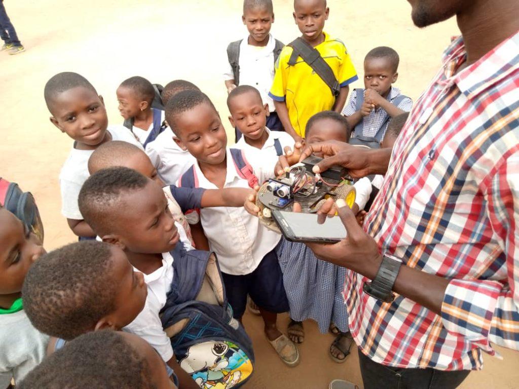 L'Académie des Sciences nourrit le désire scientifique chez les jeunes